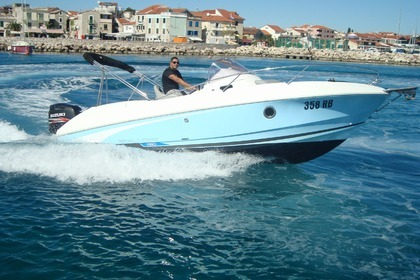 Hire Motorboat BENETEAU Flyer 750 Sundeck serie Miami Vodice