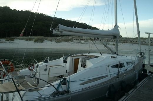 Sailboat Elan Elan Impression 344 peer-to-peer