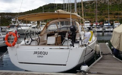 Charter sailboat in Primošten