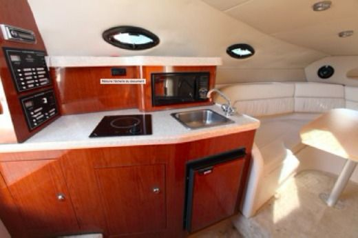 Motorboat REGAL 2665 for hire
