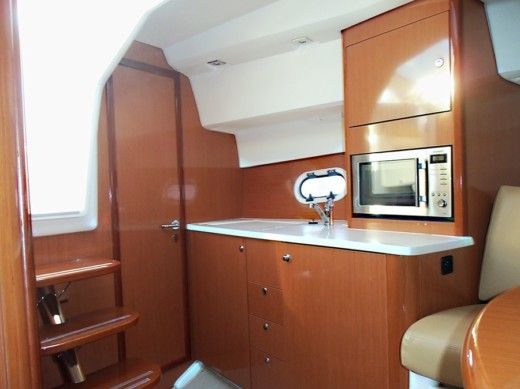 Motorboat Jeanneau Prestige 30 S for hire