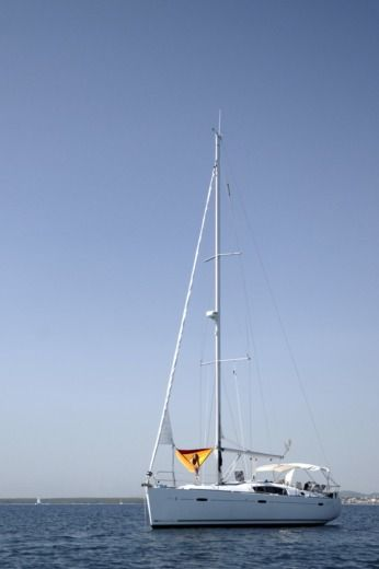Beneteau Oceanis 43 Family in Betina for hire