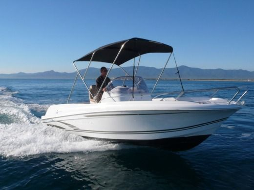 Motorboat Jeanneau Cap Camarat 6.50 for hire