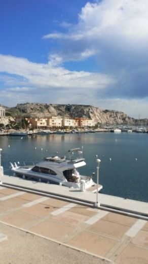 Motorboat Benneteau Antares 42 for hire