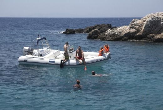 Charter rIB in Antiparos peer-to-peer