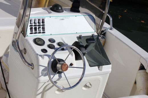 Sessa Marine Key Largo 20 in Boulogne-Billancourt for hire