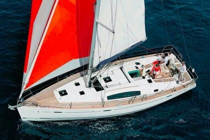 Hire Sailboat BENETEAU OCEANIS 43 Flamanville