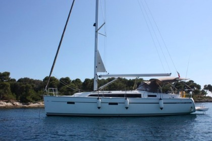 Charter Sailboat Bavaria 37 Cruiser Golfe Juan
