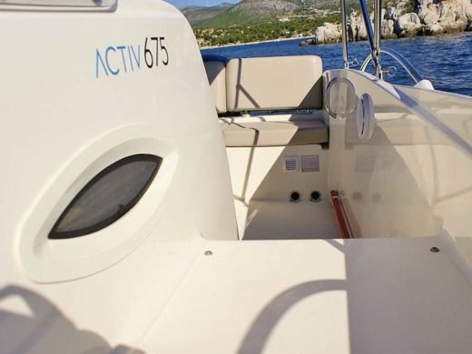 Motorboat QUICKSILVER ACTIV 675 for hire
