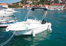 Motorboat Jeanneau 545 for hire