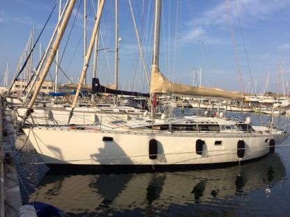 Charter Sailboat Kirié Feeling 446 Leucate