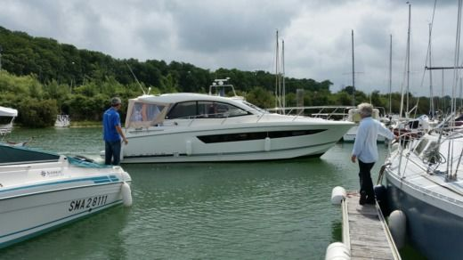 Jeanneau Leader 10 in Saint-Malo for hire