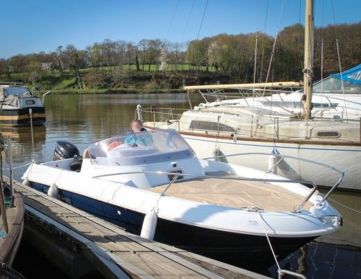 Motorboat Jeanneau Cap Camarat 5.5 Wa for hire