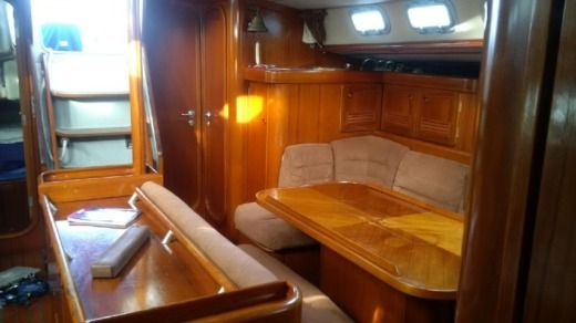 Sailboat Beneteau Oceanis 510 for hire