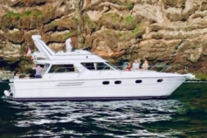 Charter Motorboat Princess 415 Madeira