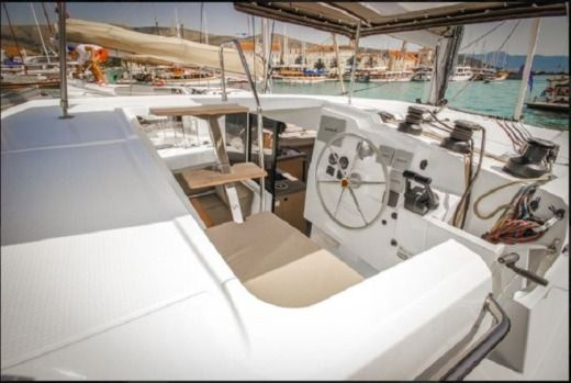 Catamaran Fountaine Pajot Lucia 40 for hire