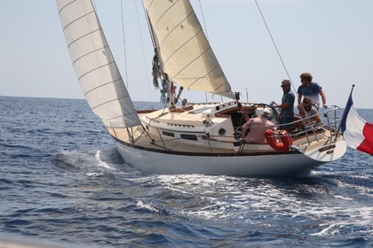 Hire Sailboat Dick Carter (architecte) Monoquille La Ciotat