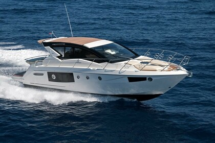 Hire Motorboat CRANCHI 44 HT Cala d'Or