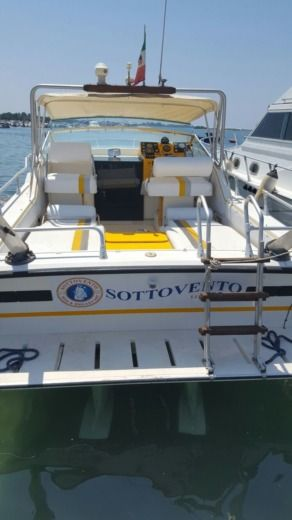 Charter motorboat in Porto Cesareo LE peer-to-peer