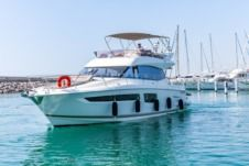 Motorboat Jeanneau Prestige 500 Fly for hire
