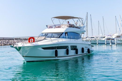 Motorboat Jeanneau Prestige 500 Fly for rental