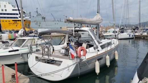 Sailboat Beneteau Oceanis 41 peer-to-peer