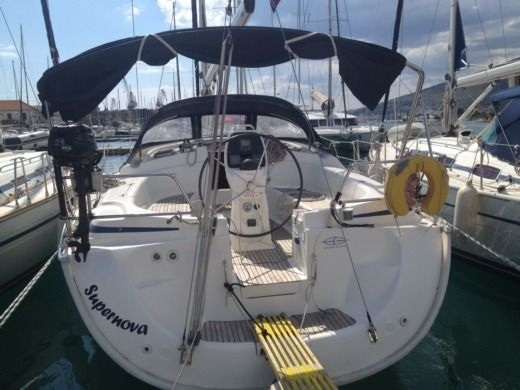 Charter Sailboat Bavaria 39 Trogir
