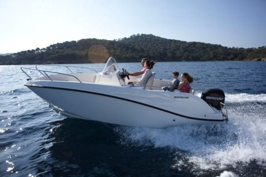 Motorboat Quicksilver Activ for hire