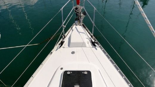 Sailboat Beneteau Oceanis Clipper 393 peer-to-peer