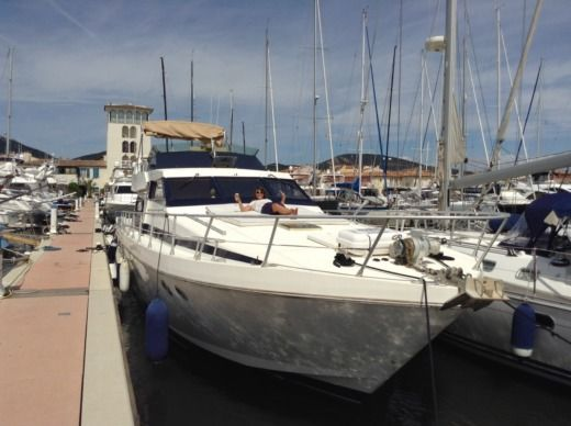 Guy Couach 1601 Fly a Saint-Tropez tra privati