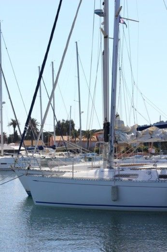 Sailboat Dufour 30 Classic peer-to-peer