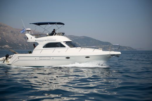 Charter motorboat in Corfu