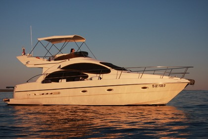 Hire Motorboat Azimut 42 Fly Rovinj