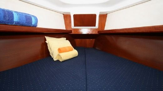 Sailboat BENETEAU Clipper 331 peer-to-peer