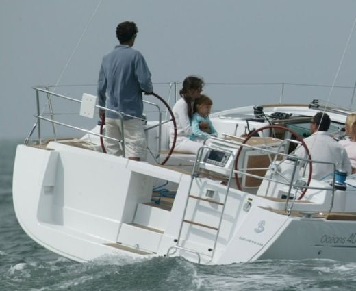 Sailboat BENETEAU 40 for hire