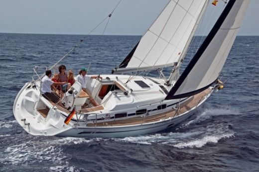 Sailboat Bavaria Bavaria 33' Cruiser peer-to-peer