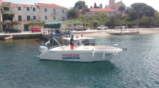 Motorboat Saver 690 Open for rental