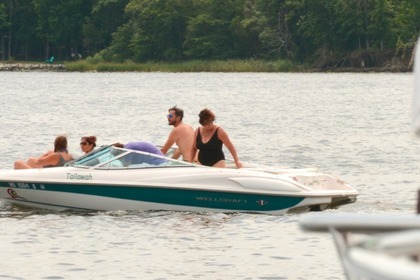 Hire Motorboat WELLCRAFT 196 Step Lift Annapolis