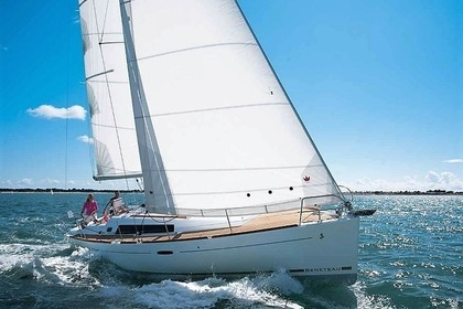 Rental Sailboat BENETEAU OCEANIS 37 Paros