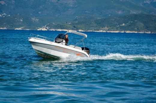 Motorboat Syros Salmieri 190 for hire