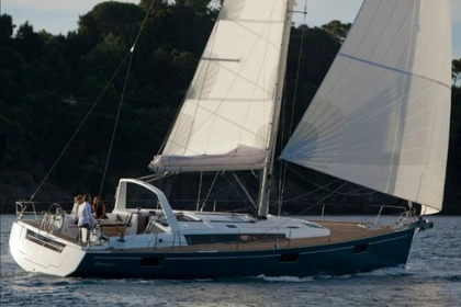 Hire Sailboat Beneteau Oceanis 48 Portisco