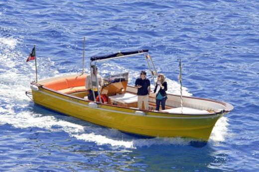 Motorboat Apreamare Lancia for hire