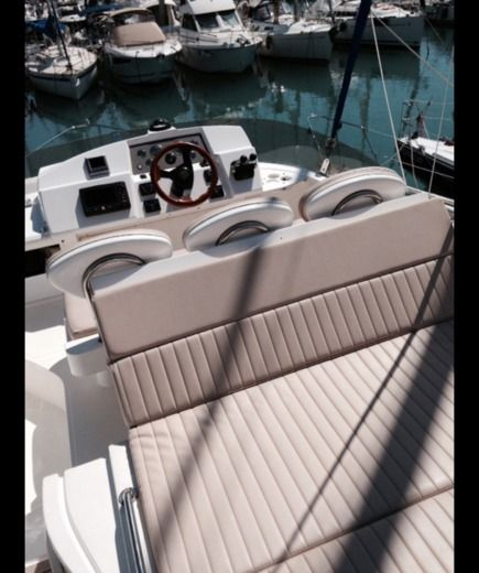 Motorboat Sealine F 34 for hire
