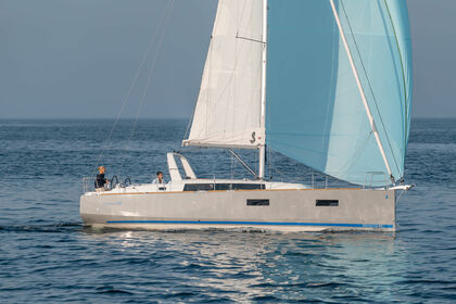 Rental Sailboat BENETEAU OCEANIS 38 Port de Pollença