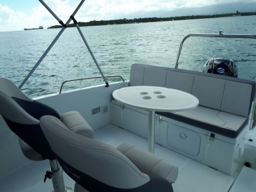 Motorboat Beneteau Flyer 6.6 Spacedeck for hire