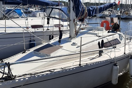 Hire Sailboat Beneteau First 27 Arzal