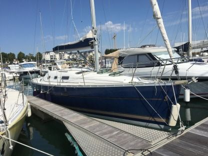 Rental Sailboat Beneteau Océanis 323 Clipper Les Sables-d'Olonne