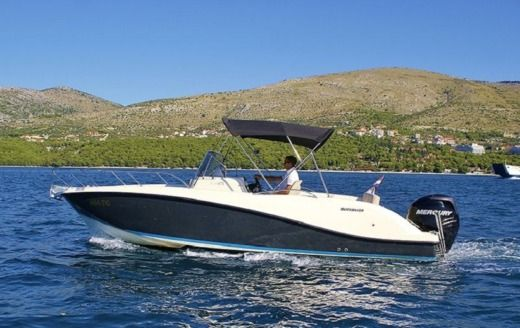 Quicksilver 675 Activ Sundeck in Trogir for hire