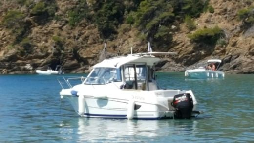 Motorboat Beneteau Antares 580 for hire