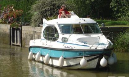 location bateau agen particulier pro click boat. Black Bedroom Furniture Sets. Home Design Ideas